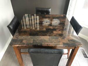 Table carrée 42 x 42 po. en bois avec 4  bancs en cuir brun