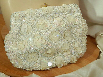 SOO Pretty Ernest Signed Vintage 50's Sequinned White Beaded Purse  52d6