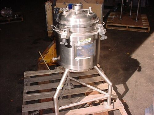 25 Liter POLISHED STAINLESS STEEL JACKETED REACTOR 45/55 psi