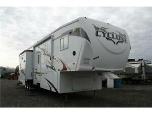JUST CAME IN!2009 CYCLONE 3914!!14 FT GARAGE TOY HAULER!GENSET!