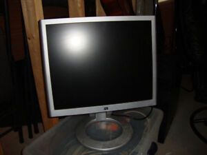 MONITEUR  HP 19""