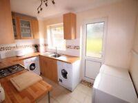 Good size 2 bedroom ground floor flat in Redbridge part dss acceptable with guarantor