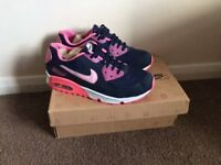NEW IN BOX NIKE AIR MAX TRAINERS SIZE 5UK EU38