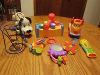 8 jouets d'éveil + motricité, chien Playskool, bouclier