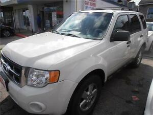 2010 Ford Escape  Auto XLT SUV White  165,000km