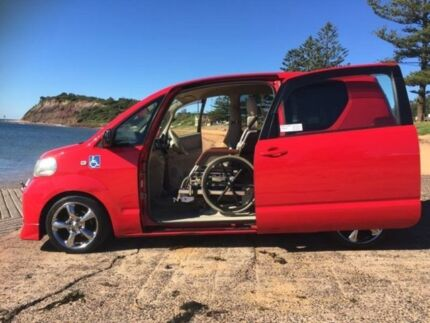 2004 Toyota Porte NNP10 SER Red Automatic Wheelchair Transporter