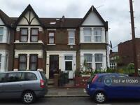 6 bedroom house in Avondale Road, London, E17 (6 bed)