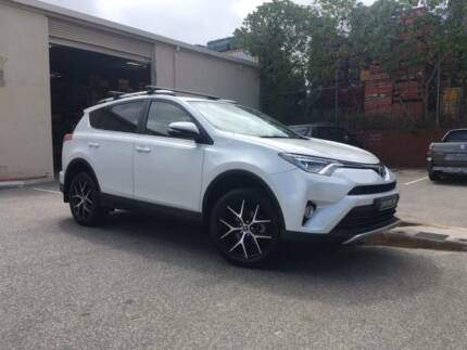 2016 GXL TOYOTA RAV 4 -  LIKE NEW IN CRYSTAL PEARL COLOUR