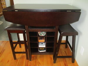 Pub style expresso table and 2 stools