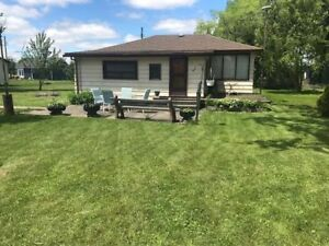 Weekend Get-away 3-5 Lakeview Lane- Cottage Bungalow (Lake Erie)