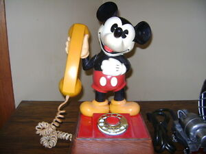 VINTAGE COLLECTABLE MICKEY MOUSE ROTARY TELEPHONE