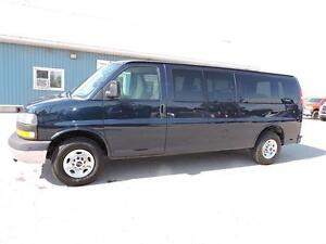 2010 GMC Savana 3500 SL, 12 PASSENGER, REAR HEAT/AC, LOADED!!