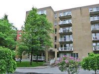 Magnifique condo 2 chambres + 2 stationnements - Anjou