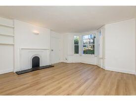 2 bedroom flat in Askew Crescent, Shepherds Bush, London, W12