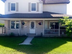 Immaculate home in Sturgeon Falls available immediately