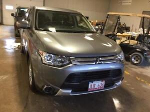 2015 Mitsubishi Outlander - VERY CLEAN - great price off lease