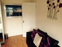 Double room located in Stanmore centre available for immediate renting