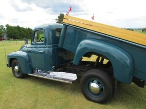 1951 International 3/4 ton antique truck with dump/cargo box