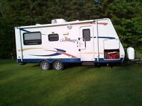 Golf Breeze 23TR with queen bed pop out (5 feet)
