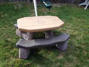 toddlers/kids picnic table Belleville Belleville Area image 1