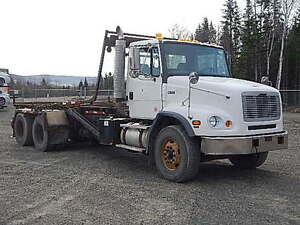 2003 Freightliner Roll-off Truck