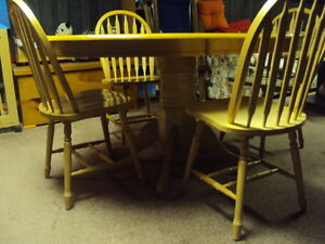 wooden table and four chairs Cambridge Kitchener Area image 1