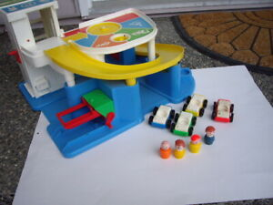 FISHER PRICE LITTLE PEOPLE GARAGE W VTGE EXTRAS