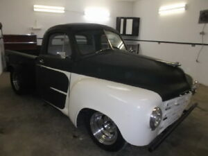CUSTOM 1948 STUDEBAKER PICK-UP