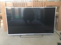 Sony KDL-40R453C 40 inch Full HD TV (2013 Model) - Black in brand new condition