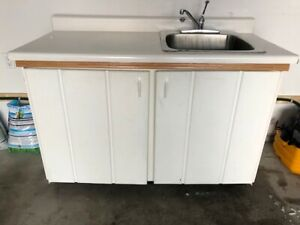 Free Cabinet with sink !!!!!!!