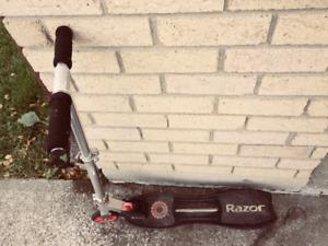Razor Siege Castor Scooter