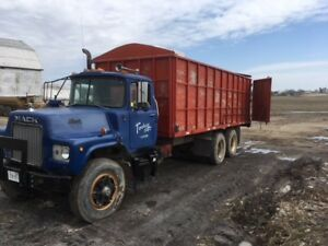 1980 Mack DM6 with dump box