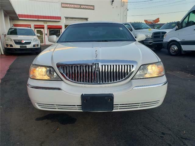 Owner 2004 Lincoln Town Car Executive w/Limousine Pkg Only 92k