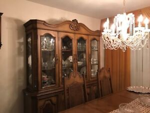 Dining Room Set - Wood and excellent condition