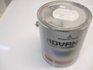 Full 3.7L can of Benjamin Moore Advance Interior off-white paint