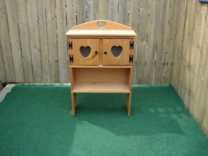 Heart cabinet with two doors and shelves