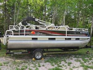 2012 Sun Tracker Fishin' Barge 22DLX