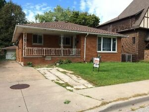 INVESTMENT OR FAMILY HOME - NEAR UNIVERSITY OF WINDSOR