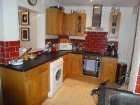 Delightful 2 bed end terrace cottage located less than 10 mins to Northfields tube