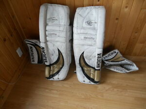 VAUGHN PRO VELOCITY 7500 SERIES GOALIE EQUIPMENT
