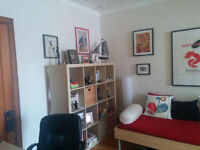 Bright spacious brigh upper duplex near m. Snowdon adj Hampstead