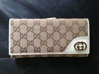Authentic Gucci Monogram Wallet, better than LV and Prada