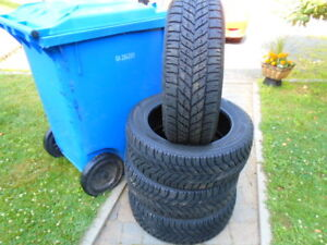 4 Goodyear hiver 215-55-17