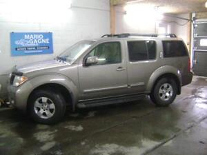 2007 Nissan Pathfinder LE awd 7 passagers