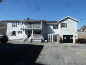 À La Baie. Duplex avec garage. Idéal pour propriétaire occupant.