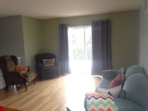 bright room, clean, open,spacious upper suite. 600 inc everythin