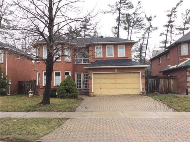 4+1 Bdrm Home w/ Private Backyard - Super Convenient Location!