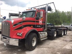2007 Kenworth T800 Roll Off truck with 26.5' rails