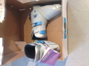 Salomon ladies ski boot - NEW