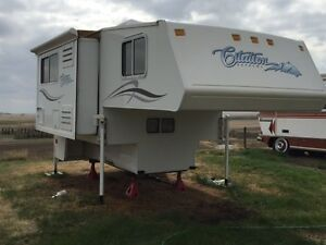2006 Citation Thor 8&1/2' Truck Box Camper w/ Slide